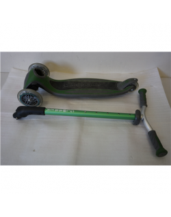 SALE OUT. GLOBBER scooter Master Lights Green, 662-106, USED, REFURBISHED, SCRATCHED, DIRTY, RUST ON BOTTOM, WITHOUT ORIGINAL PA